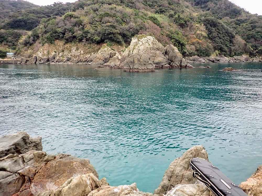 向かい側は戸島